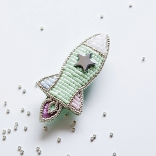 piece Anneさんのビーズ刺しゅうキット 宇宙ブローチ ロケット MINT